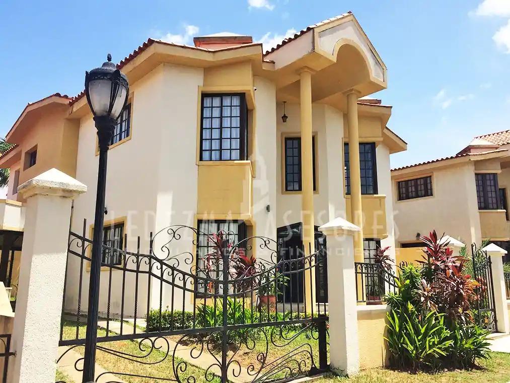 casa en loma linda