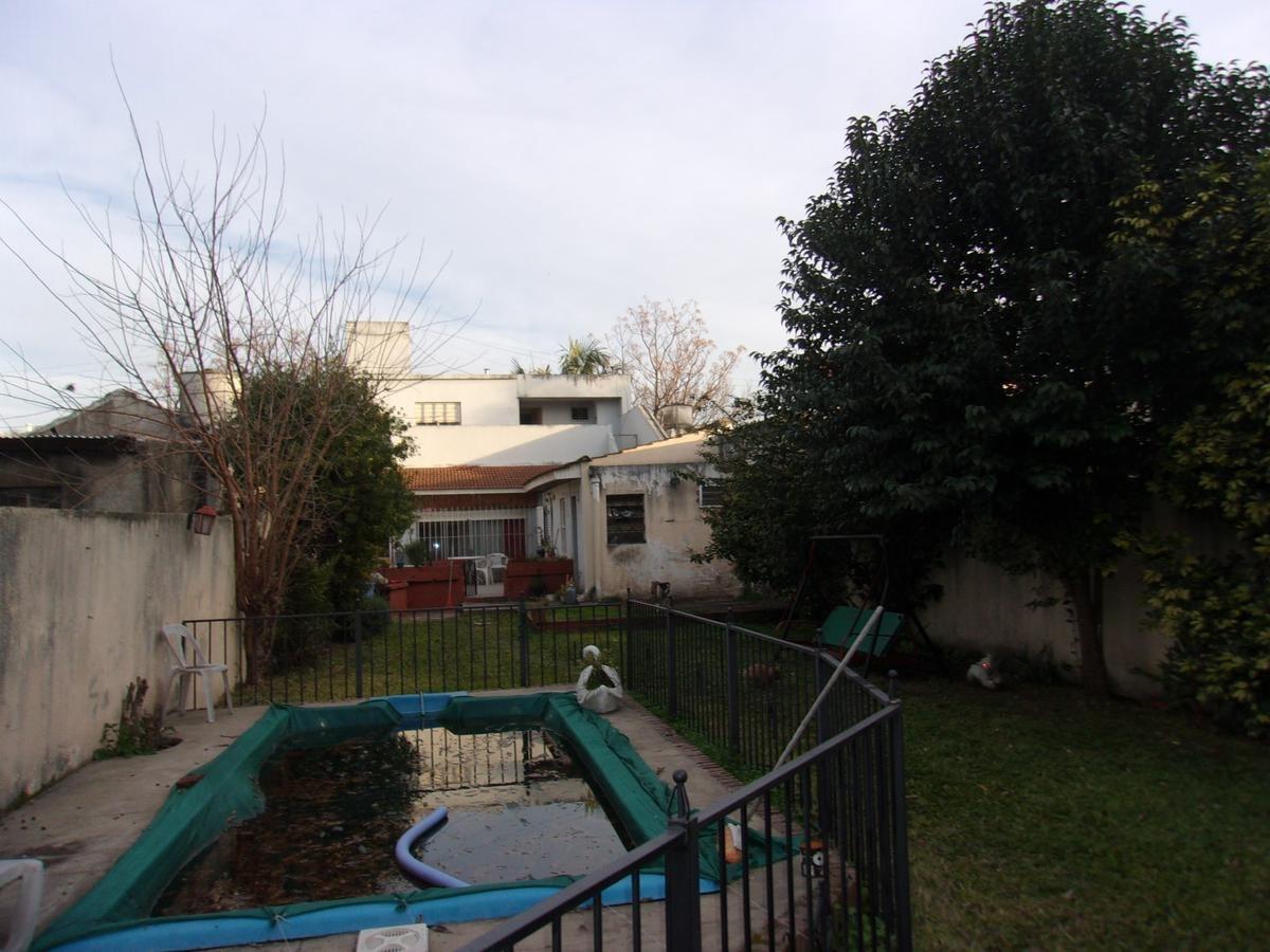 casa en lomas con parque, quincho y pileta