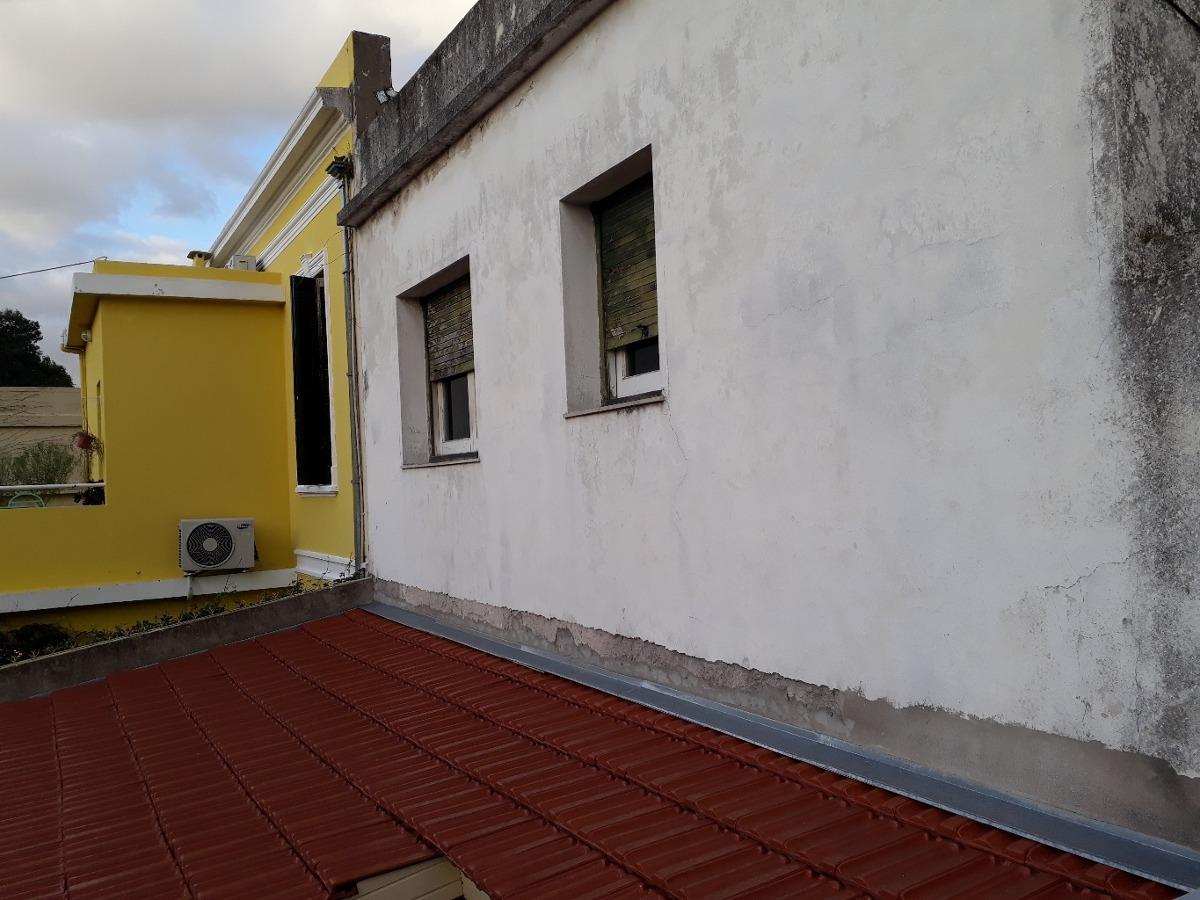 casa en lote propio a refaccionar. doble cochera. patio y terraza