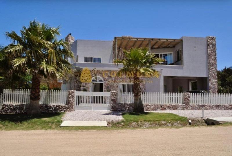 casa en manantiales - punta de piedras a  solo 50 metros del mar-ref:996