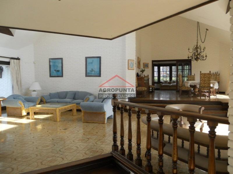 casa en mansa, 4 dormitorios *-ref:3360