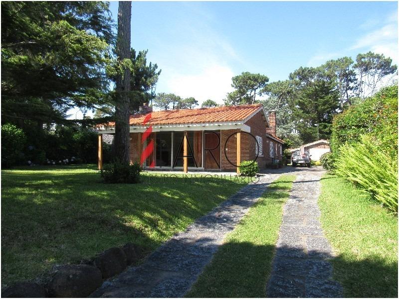 casa en mansa 5 dormitorios parrillero y jardín-ref:34577