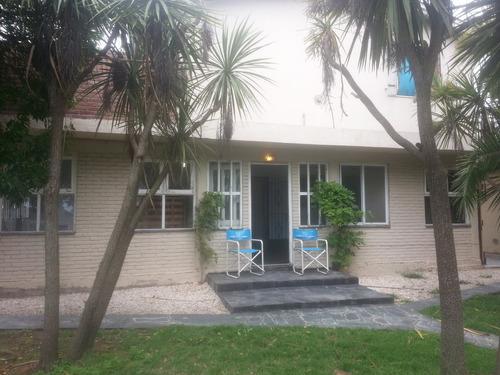 casa en mar de cobo con pileta a metros de la playa.