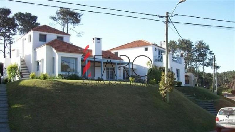casa en montoya 4 dormitorios y dependencia con piscina y parrillero-ref:33597