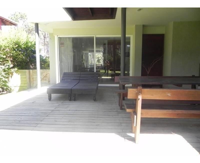 casa en montoya de 4 dormitorios con piscina.-