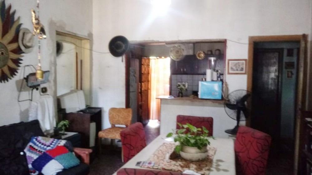 casa en moron sur calle barbosa 600
