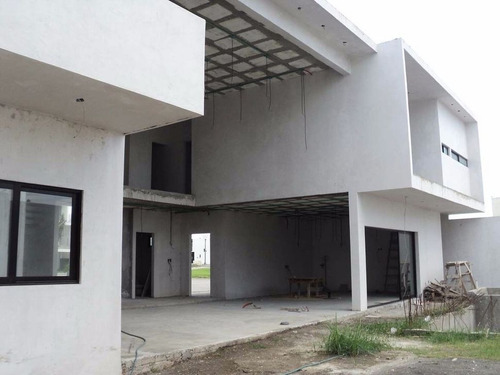 casa en obra gris lomas del sol