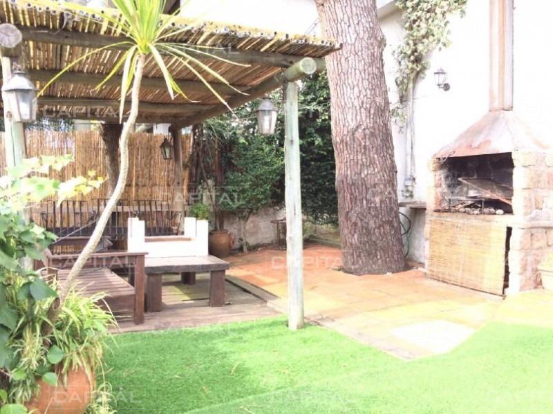 casa en oportunidad en playa mansa - 4 dormitorios + casa de huéspedes -ref:28322