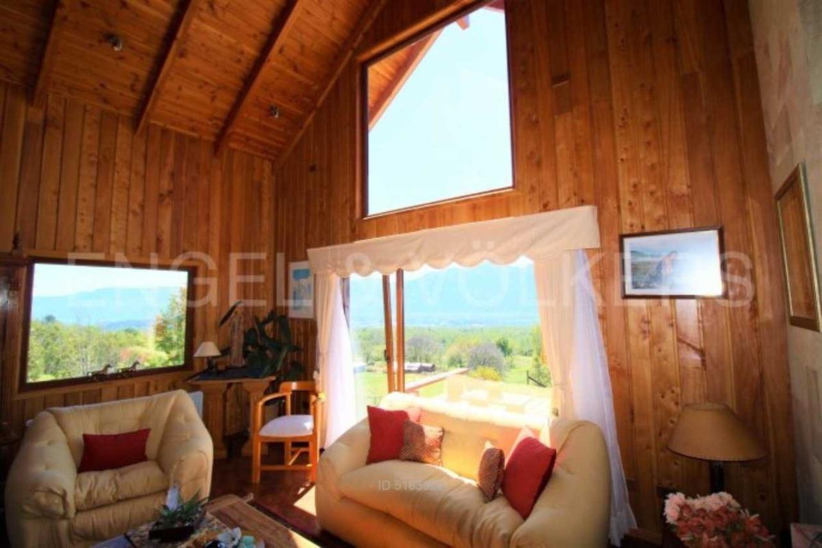 casa en parcela con vista al lago.