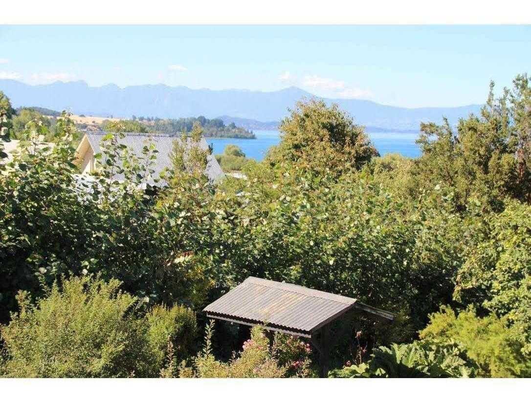 casa en parcela con vista al lago