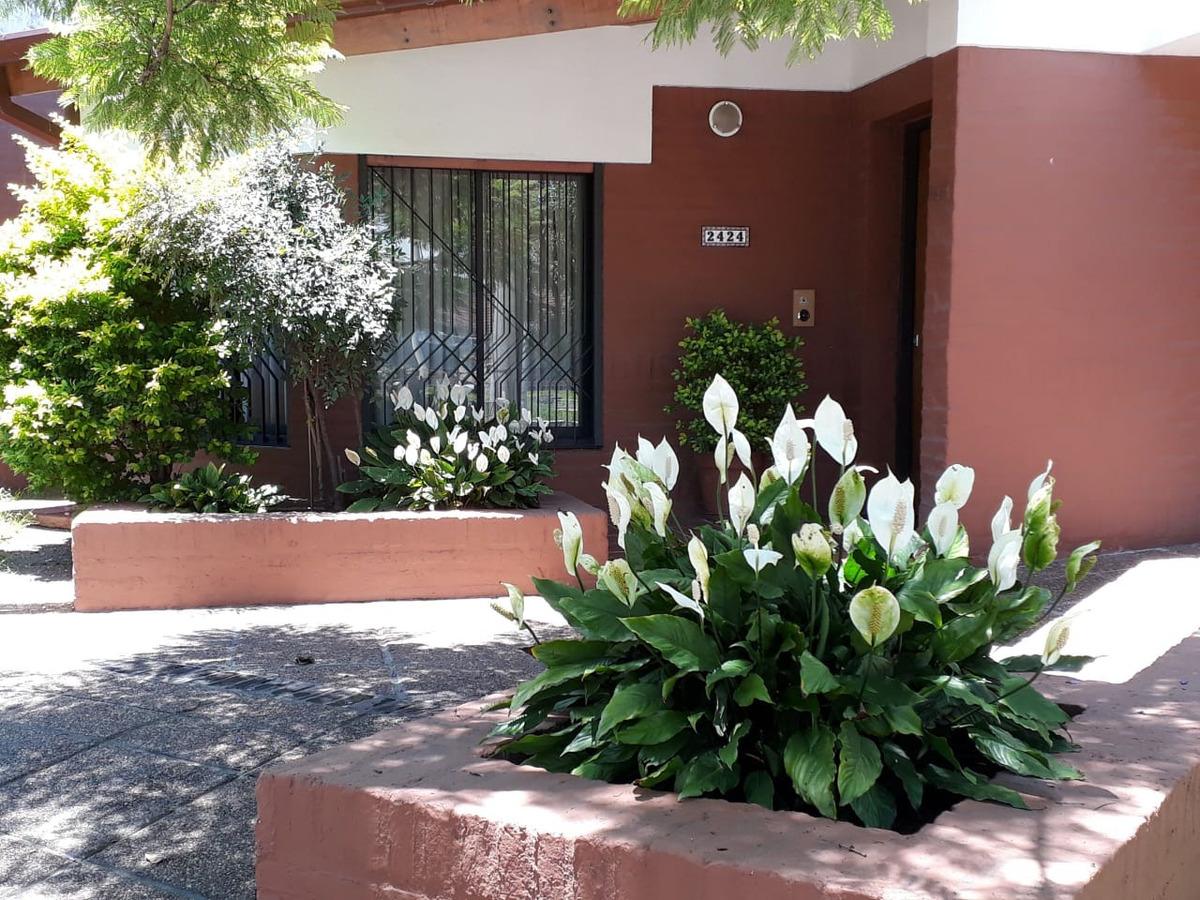 casa en parque chacabuco (posibilidad de independizar dpto)