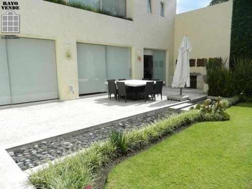 casa en pedregal con hermoso jardín de 500 metros.