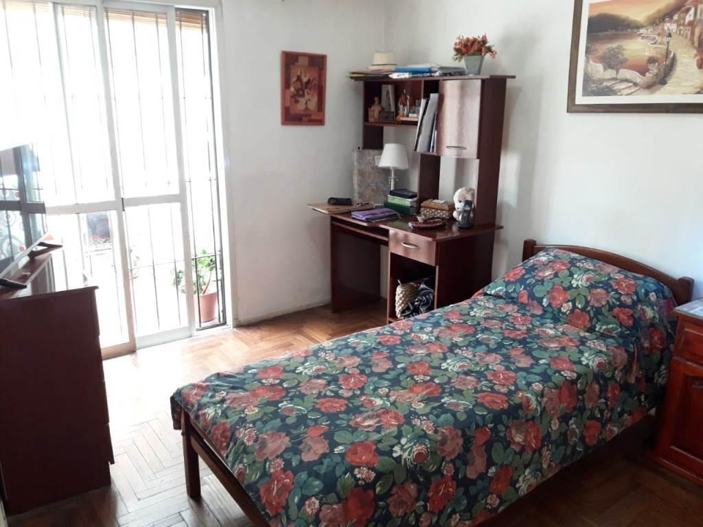 casa en ph 3 dormitorios y cochera en muy buen barrio