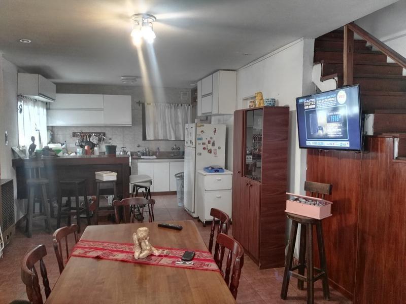 casa en ph de 4 ambientes con garage para dos autos