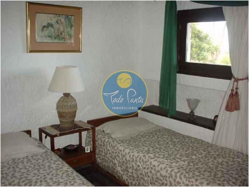 casa en pinares, 6 dormitorios *- ref: 4207
