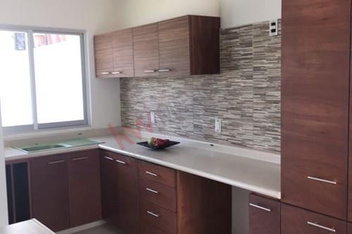 casa en pre venta, en condominio con seguridad.