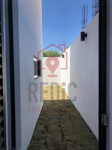 casa en preventa de 3 hab +estudio+ cto de servicio en lomas de juriquilla