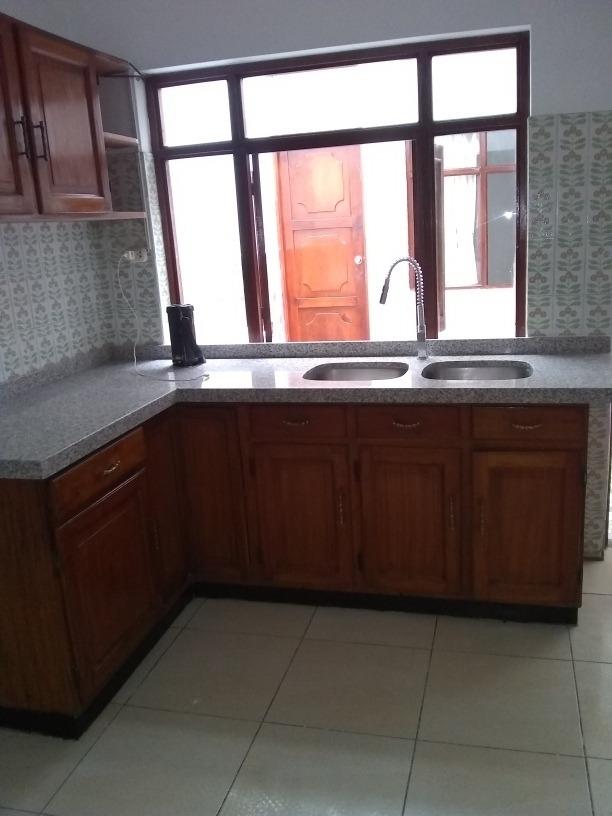 casa en primer piso con 3 dormitorios 2 baños con terma
