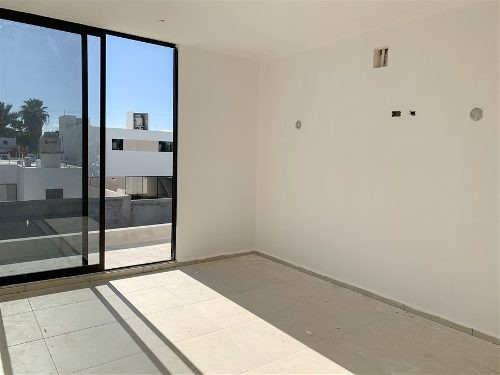 casa en privada avenida conkal, a 10 minutos de periférico