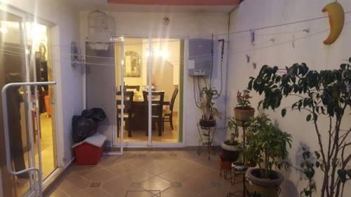 casa en privada, con excelentes acabados, vigilancia y acceso controlado.