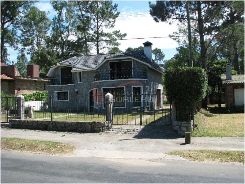 casa en punta del este, zona pinares.-ref:17562