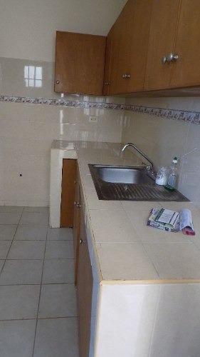 casa en renta con 3 recamaras y cochera.