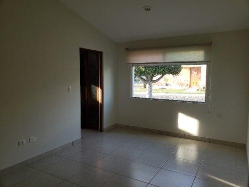 casa en renta de un piso en cluster 333-lomas de angelopolis