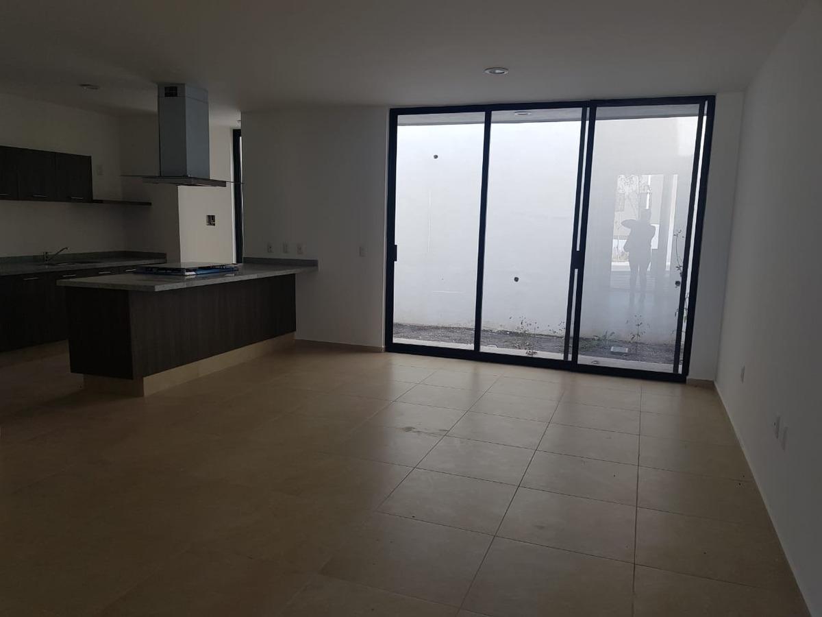casa en renta en antalia zibata $12,000