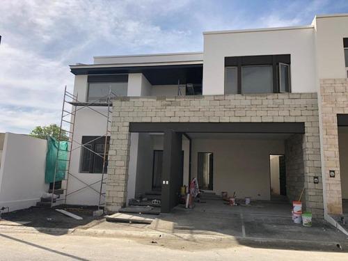 casa en renta en montealban residencial