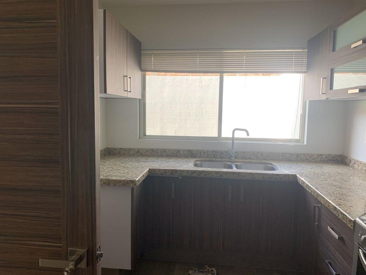 casa en renta en san ángel 1. 3 recs 2 baños, hall, privada con amenidades.