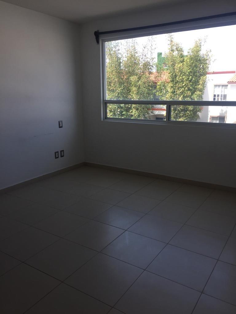 casa en renta sobre calle en el refugio qro $9500