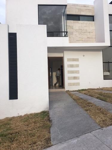 casa en renta zibata
