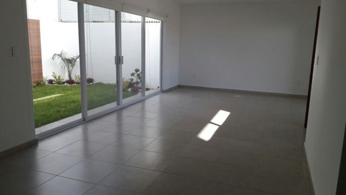 casa en renta - zibata - c1193