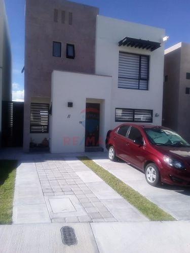 casa en renta zibata fraccionamiento bianco