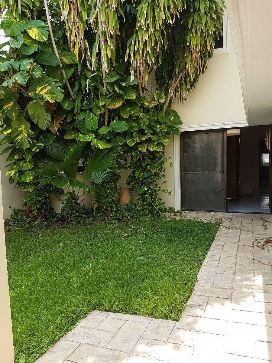 casa en residencial  montecristo