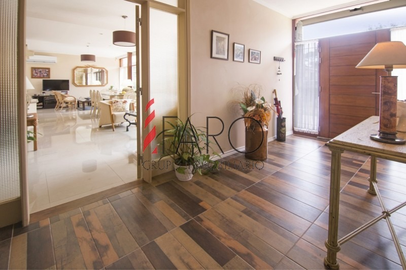 casa en san rafael 3 dormitorios y dependencia, con muy buen terreno, ideal para vivir todo el año-ref:36744