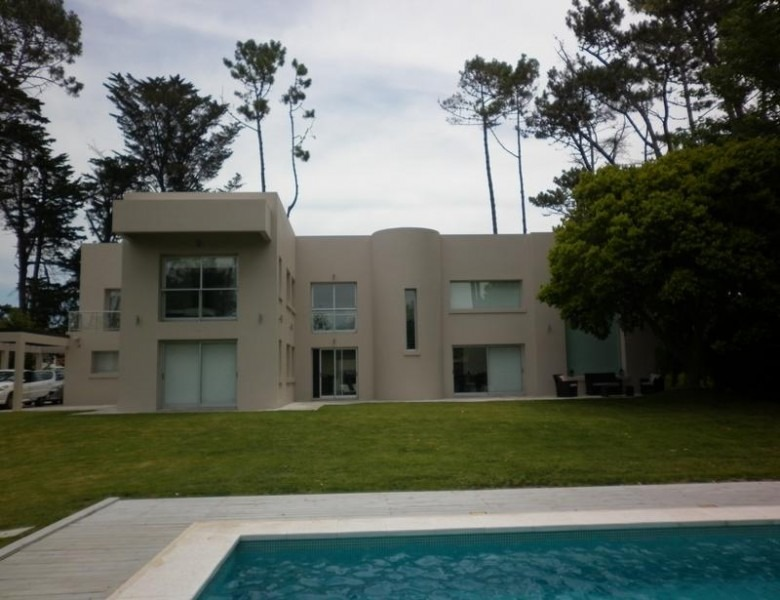 casa en san rafael 4 dormitorios y dependencia con piscina y barbacoa-ref:2471