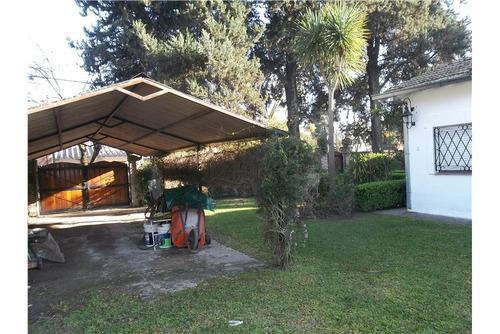 casa en udaondo, hermoso parque sobre  1100 mts.