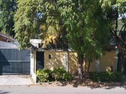 casa en urbanización guaparo. wc