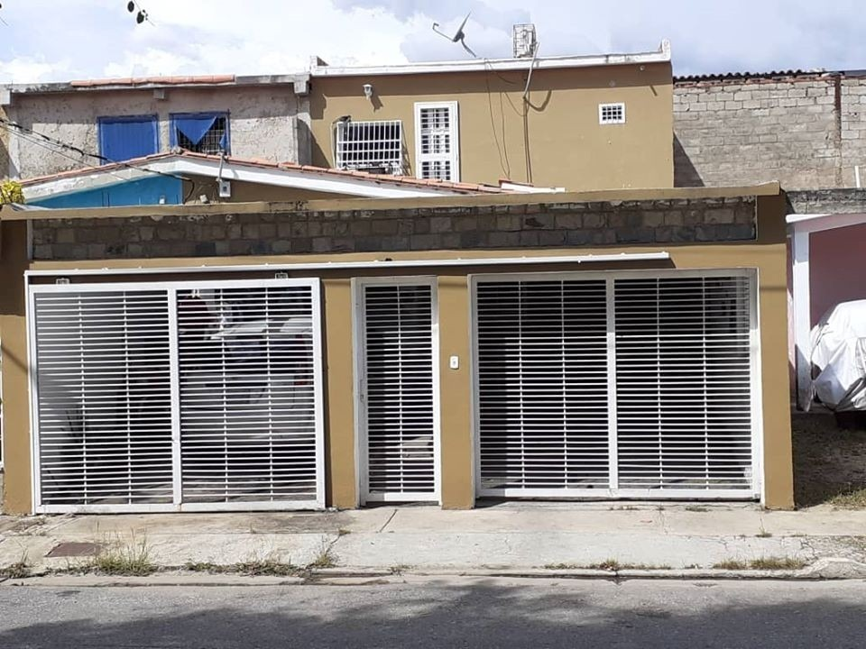 casa en urbanización los apamates, guacara. foc-612