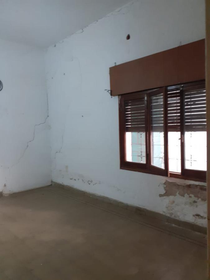 casa en venta 2 dormitorios, a refaccionar.