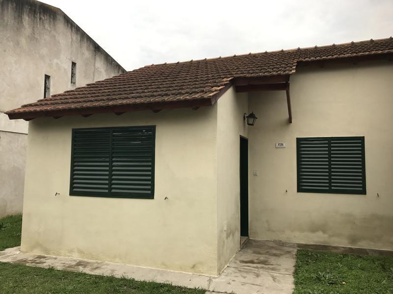 casa en venta 2 dormitorios en barrio santa florentina, campana