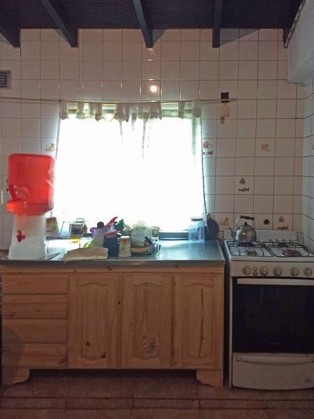 casa en venta 2 dormitorios en barrios municipal/lubo, campana. amplio terreno.