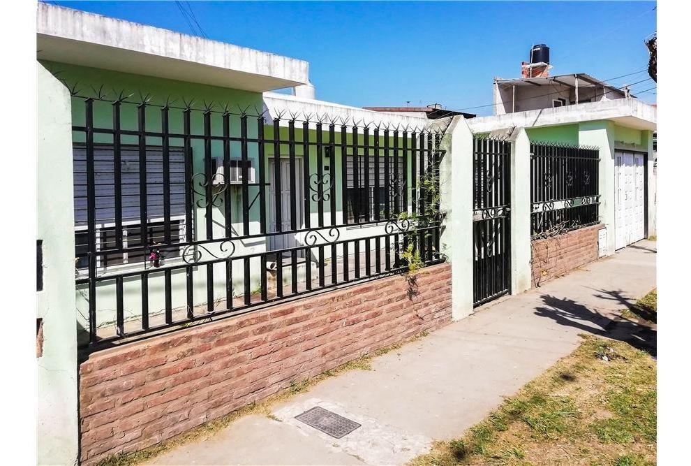 casa en venta - 2 dormitorios - fisherton