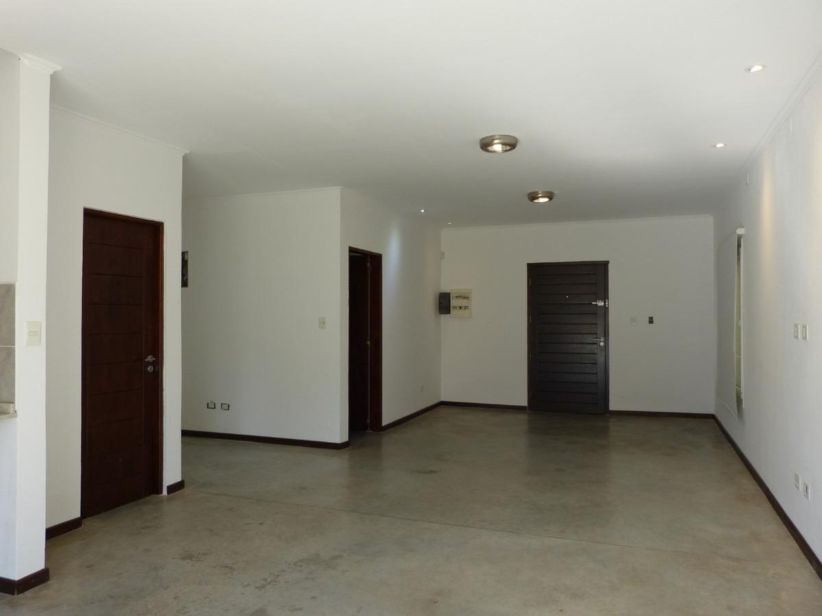 casa en venta, 2 dormitorios. pileta. valle verde, luján.