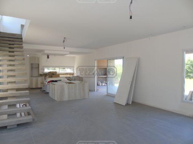 casa  en venta  (217) ubicado en santa guadalupe, pilar del este