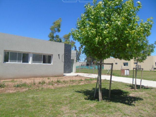 casa  en venta 239 ubicado en san eduardo, pilar del este