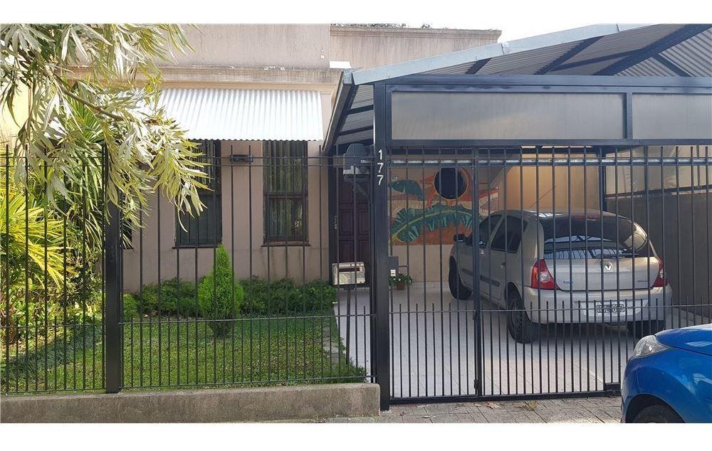 casa en venta. 3 ambientes. bernal. lote de 390 m2