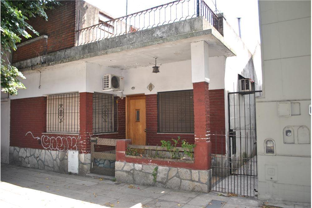 casa en venta 3 ambientes con jardin versalles