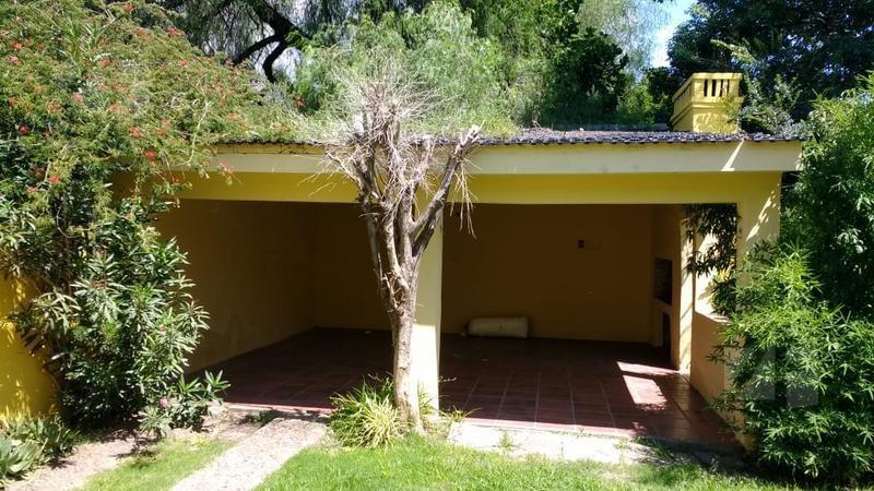 casa en venta 3 dormitorios con piscina b° granja de funes